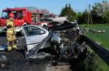 Śmiertelny wypadek na drodze 240 koło Chojnic. Zginął 22-letni kierowca volkswagena golfa. Droga wojewódzka zablokowana