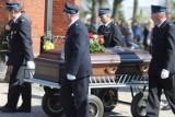 Bliscy, przyjaciele, strażacy i tłumy mieszkańców pożegnali śp. Eugeniusza Marcinka [ZDJĘCIA]