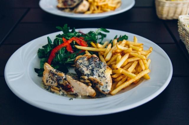 W tych restauracjach w Tarnowie zjesz dwudaniowy obiad za maksimum 25 zł