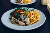Dwudaniowy obiad w Tarnowie w cenie do 25 zł? W tych lokalach zjesz dwudaniowy posiłek smacznie i tanio [ADRESY, PRZYKŁADOWE MENU]