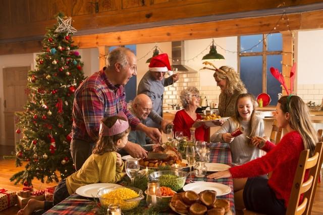 Zdecydowana większość z nas spędzi święta 2020 w kameralnym gronie. Dlatego też wydatki świąteczne będą niższe niż rok temu.