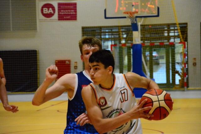 Zawodnicy BC Sieraków jedną nogą w finale rozgrywek U16M sezonu 2019/2020! W miniony weekend bezproblemowo poradzili sobie z zespołami ze strefy zachodniopomorskiej.