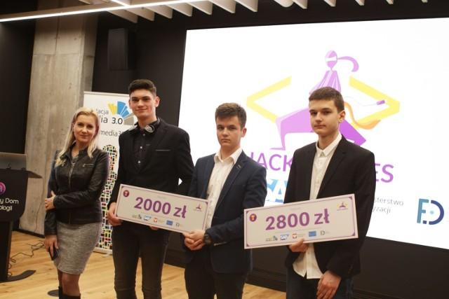 Już 10.10 2020 rusza Europejski Tydzień Kodowania, a wraz z nim konkurs dla młodych programistów hackathon Hack Heroes 2020.