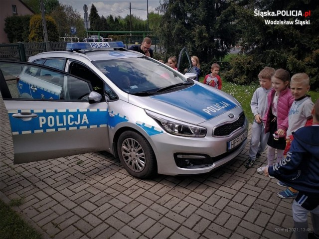 Policjanci rozmawiali z przedszkolakami o bezpieczeństwie