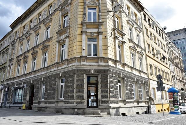 Budynek przy pl. Kopernika w Opolu, w którym mieści się filia młodzieżowa MBP