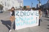 Protestowali w centrum Łodzi w obronie medyków. Chcą zwiększenia nakładów na ochronę zdrowia. To gest solidarności z protestującymi medykami