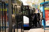Koronawirus w Krakowie. Sanepid poszukuje pasażerów miejskich autobusów. NOWE INFORMACJE