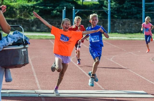 W sobotę, 21 sierpnia 2021 r., podczas trwania zawodów Metalkas Ocean Lava Triathlon Polska Bydgoszcz Borówno, odbyły się zawody duathlonowe dla dzieci i młodzieży – KIDS DUATHLON. Zapraszamy do obejrzenia fotorelacji z tego wydarzenia! Emocji i zaangażowania młodym zawodnikom nie było można odmówić. Zawody zorganizowano w czterech kategoriach wiekowych.Więcej zdjęć z imprezy >>>