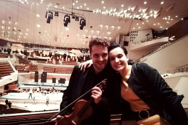 Mateusz Makuch obecnie realizuje studia doktoranckie w Akademii Muzycznej im. I.J. Paderewskiego w Poznaniu. Na zdjęciu z siostrą, Natalią Makuch w Filharmonii Berlińskiej.