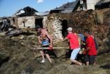 Nowa Biała. Z całej Polski płynie fala pomocy dla pogorzelców. Pożar zniszczył zabytkowe domy. Co z ich odbudową?