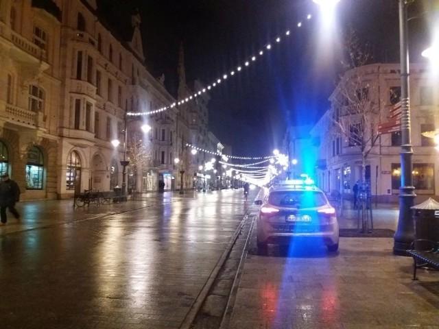 Dramatyczne sceny rozegrały się w jednym z mieszkań przy ul. Piotrkowskiej w Łodzi. Podczas awantury domowej matka wbiła córce nóż w plecy!19-latka wyskakiwała przez okno, żeby się ratować.Czytaj na kolejnych slajdach