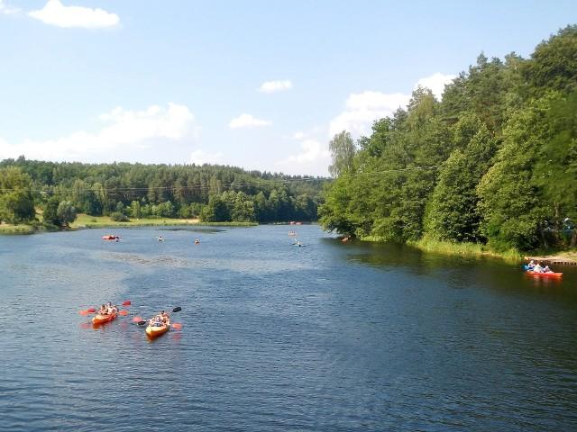 Osią hydrograficzną Wdeckiego Parku Krajobrazowego jest oczywiście Wda. Spływy kajakowe kończą się zwykle właśnie tu - w Tleniu. Choć do ujścia rzeki do Wisły w Świeciu pozostają jeszcze 42 kilometry