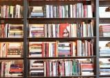 Piekary Śląskie. Pani Aleksandra Zajonc prosi o książki dla czytelników filii biblioteki. Sama jest pracownicą książnicy