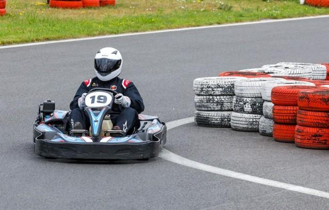 Jacek Nurzyński (19.) w trakcie jazdy po nowy rekord na szczecińskim torze kartingowym