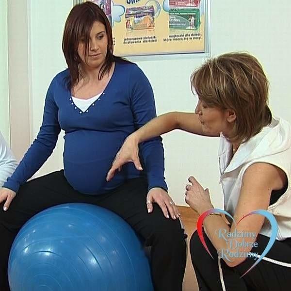 Filmy instruktażowe uczą m.in., jakie ćwiczenia są bezpieczne dla kobiet w ciąży.