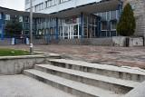 Remont schodów przy urzędzie miasta. Będą ułatwienia dla niepełnosprawnych [ZDJĘCIA]