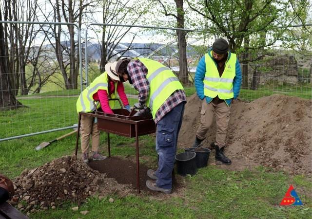 Ruszyły prace archeologiczne przy sądeckim zamku