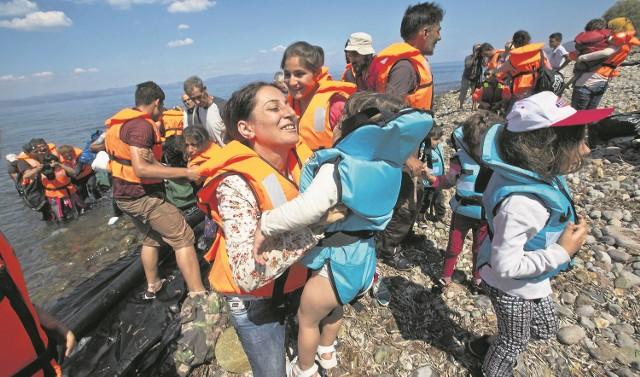 Nie ma już dnia, by do Europy nie przybywali uchodźcy, głównie z Syrii i Iraku. Ten problem sam nie zniknie, ale nie widać, by Unia miała pomysł, jak się z nim uporać. Uchodźcy mogą też trafić do Polski