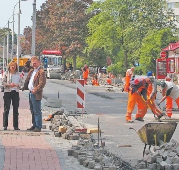Po interwencji urzędnicy pojechali w końcu na ulicę Matejki, żeby na własne oczy zobaczyć drogowe absurdy, jakie tam powstają.
