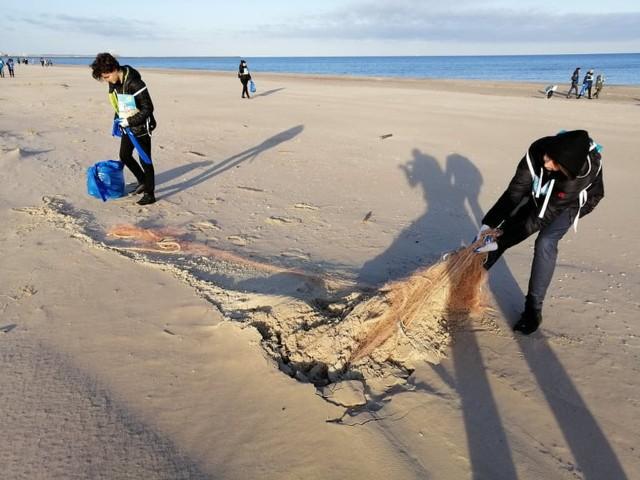"""Akcja """"Bałtycka Odyseja"""" odbywa się w ramach edukacyjnego programu """"Recykling Rejs""""."""