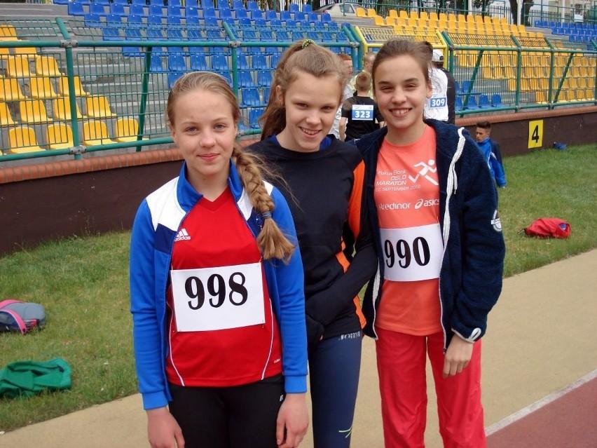 Najmłodsze lekkoatletki Tucholanki. Od lewej: Anastazja Nagórka, Monika Wojtas i Zuzia Siniło.