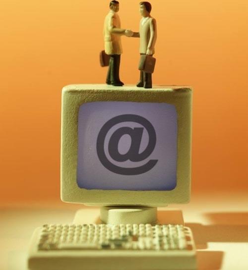 O elektronicznych urzędach mówi się od lat. I na gadaniu, jak na razie, się kończy.