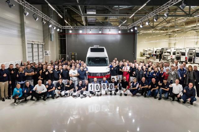 Tysięczny egzemplarz Volkswagena Grand California zjechał niedawno z taśmy produkcyjnej zakładu we Wrześni.
