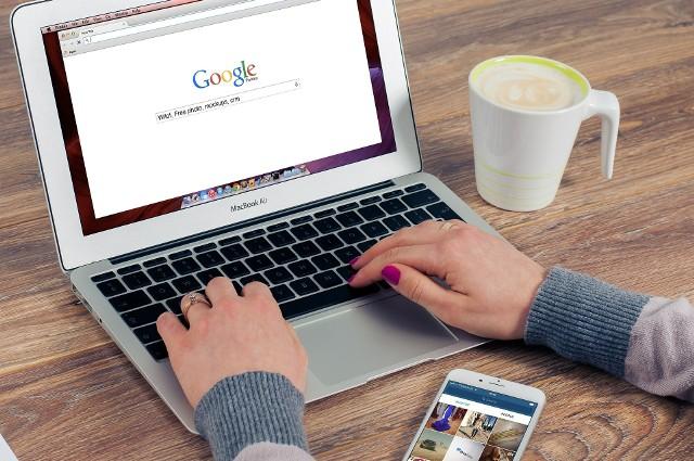 Po założeniu Internetowego Konta Pacjenta mailem lub SMS-em będą przychodzić do nas e-skierowania