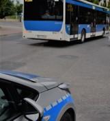 Gmina Zielonki. Młody pasażer zaatakował kontrolerów biletów i znieważył policjantów. Usłyszał sześć zarzutów