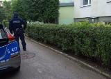 Ciało mężczyzny w klatce schodowej bloku w Ostrowcu Świętokrzyskim! Został zamordowany? Policja w akcji