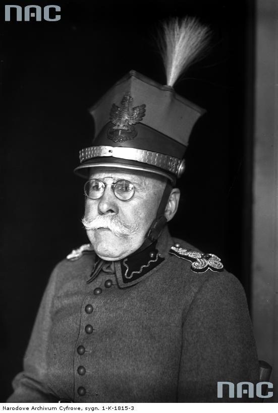 U progu II RP Sieroszewski miał 60 lat. Dlatego w mundurze ułańskim wyglądał jak Stary Wiarus