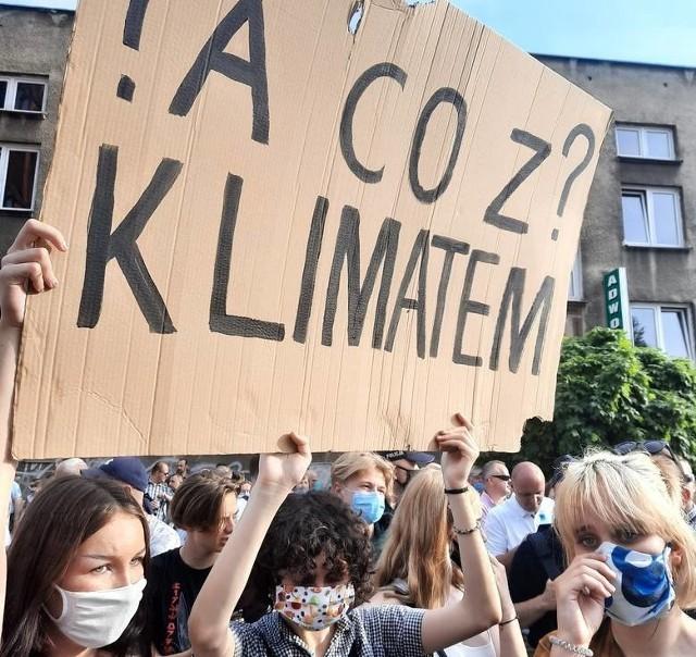 Młode aktywistki na wiecu na Rynku Kościuszki 20 czerwca 2020 roku