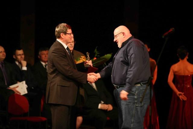 Złotą Maskę za Carmina Burana odebrał reżyser tej kantaty, Robert Skolmowski (z prawej)