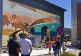 Młodzi i zdolni pracownicy Pesy stworzyli piękny mural, który teraz zdobi firmę [zdjęcia]