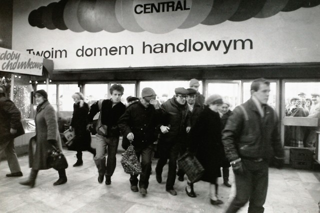 Sklepy w czasach PRL. Sklepy i targowiska w Łodzi na archiwalnych zdjęciach.