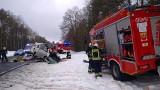 Powiat choszczeński. W Żółwinie TIR zderzył się czołowo z busem. Kierowca busa jest w ciężkim stanie. Do szpitala zabrał go śmigłowiec