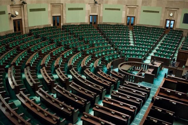 Prawo i Sprawiedliwość na czele, dalej Konfederacja i Lewica. Kto wygrałby wybory parlamentarne?