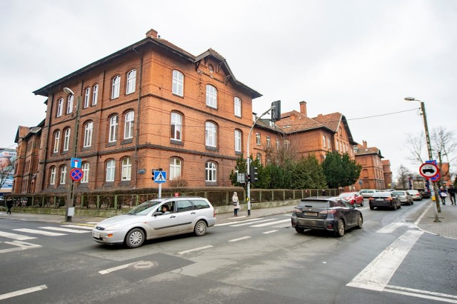 W szpitalu na Polnej nie ma pacjentek z koronawirusem.