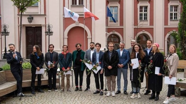 10 młodych twórców otrzymało stypendia artystyczne od miasta 17 maja. To nie koniec wsparcia kultury w Poznaniu.