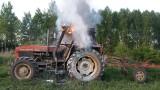 Łapicze/Ozierany Małe. Ciągnik płonął tuż przy granicy państwa (zdjęcia)