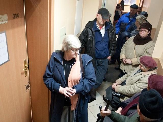 Na początku roku w Słupsku pacjenci stali w długiej kolejce by zapisać się na refundowaną protezę. Dla wielu nie starczyło miejsc, a teraz okazuje się, że NFZ nie wybrał do świadczenia usług żadnej przychodni z naszego regionu.