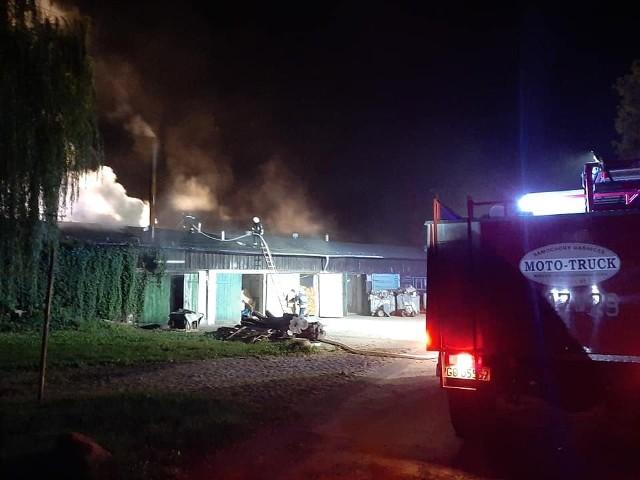 W Ptaszkowie, około 4:30, na terenie zakładu mięsnego Waldi doszło do poważnego pożaru.