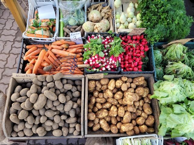 Po ile są truskawki i czereśnie? Sprawdź ceny owoców i warzyw z bazarku przy ulicy Wolności w Słupsku