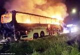 Pożar autokaru w Imielinie. Autobus momentalnie stanął w płomieniach