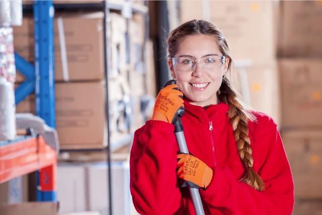 Płace rosną w Krakowie i Małopolsce nie tylko poszukiwanym specjalistom z sektora IT czy farmaceutycznego, ale i na stanowiskach robotniczych, zwłaszcza w branży logistycznej i magazynowej.