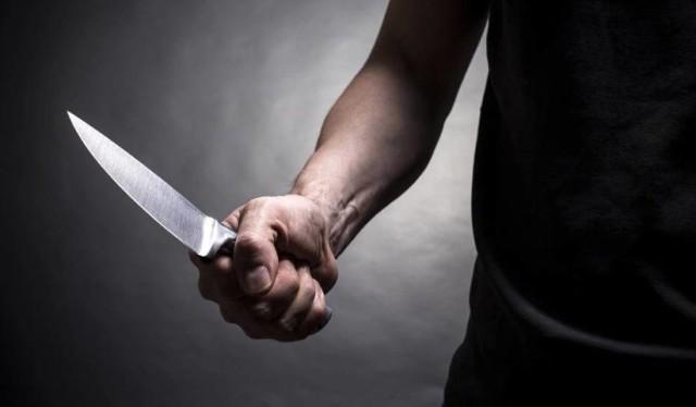 W czwartek, 2 kwietnia w Bełchatowie, w trakcie rodzinnej awantury doszło do ataku z nożem w ręku. Poszkodowany 19-latek, ugodzony w klatkę piersiową, został przewieziony do szpitala. Zatrzymany został 57-latek. Trwają czynności śledcze w tej sprawie.CZYTAJ DALEJ NA NASTĘPNYM SLAJDZIE