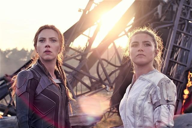 Natasza Romanoff/Czarna Wdowa (Scarlett Johansson) i Yelena Belova (Florence Pugh) jako przyrodnie siostry