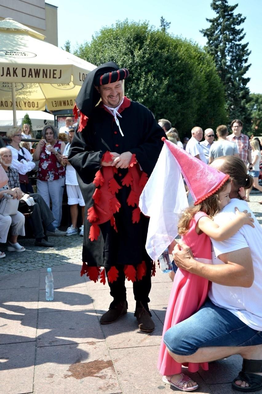 Oblężenie Malborka 2019. Korowód przeszedł z pl. Jagiellończyka pod zamek [ZDJĘCIA, WIDEO]