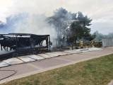 Pożar w Brzeźnie! Spłonęło byłe kowbojskie ranczo. Na miejscu pracowało siedem zastępów straży pożarnej