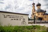 Białystok: Dwuznaczne graffiti na transformatorze z papieżem Janem Pawłem II. PGE usunęło rysunek (zdjęcia)